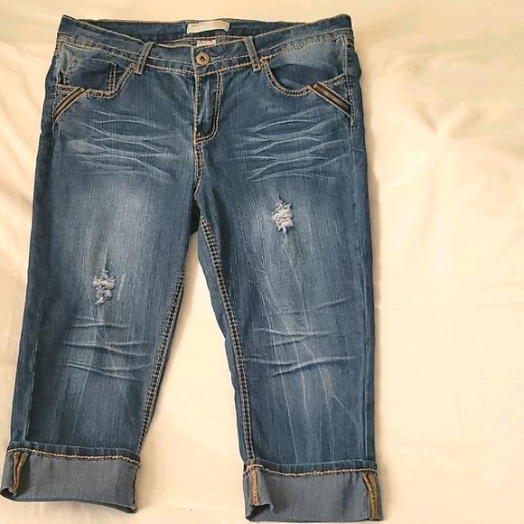 No Boundaries jeans capris